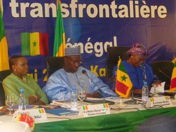 Senegal Prime Minister Souleymane Ndéné Ndiaye (middle) with Mali Prime Minister